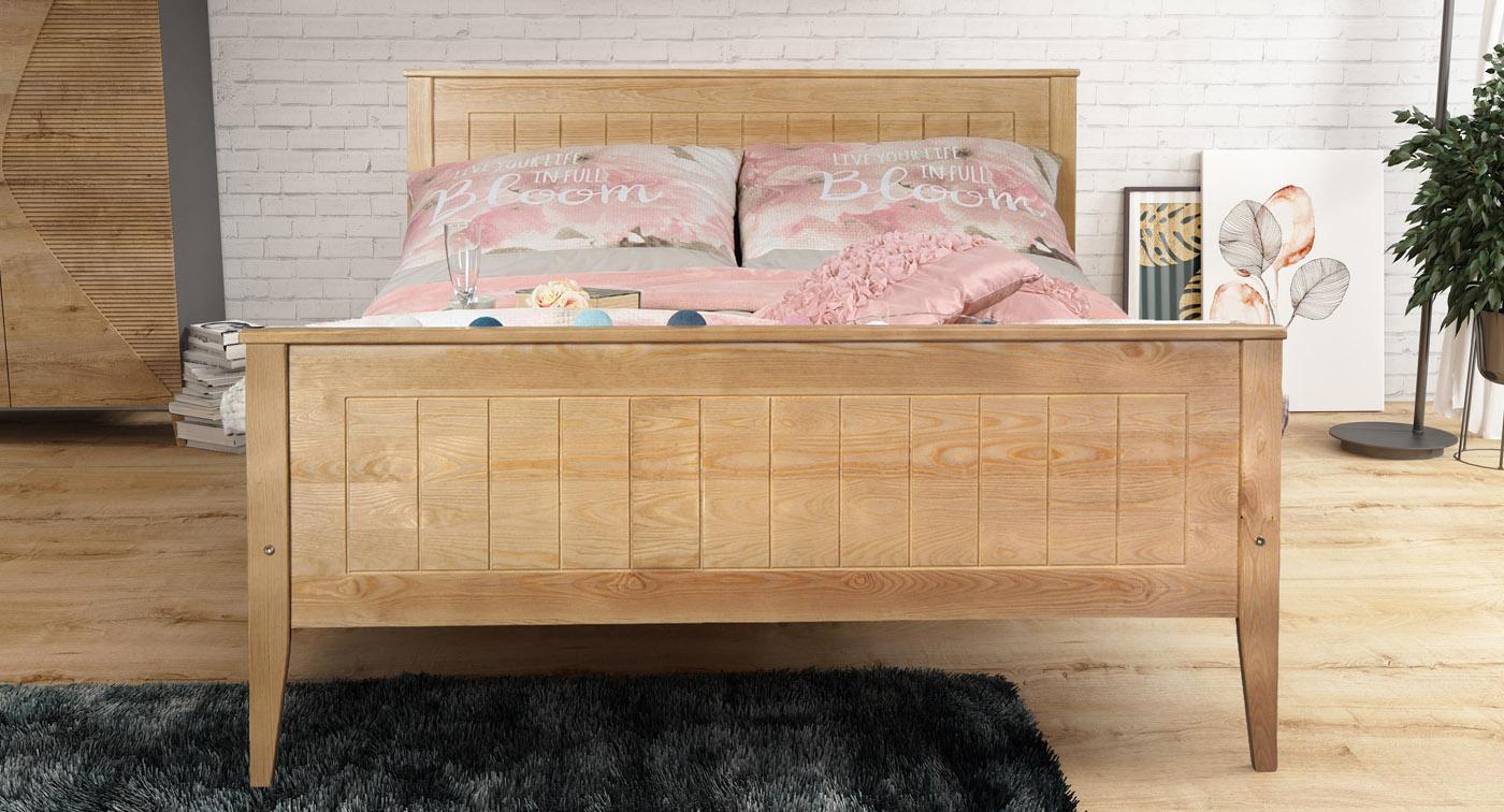 Łóżko sosnowe w sypialni