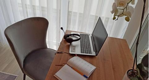 Home office nie zwalnia – biurko w domu